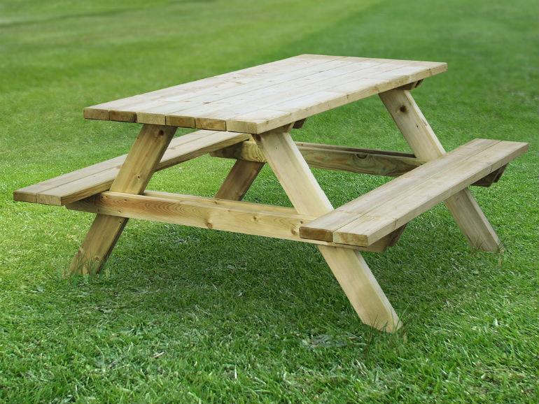Wybór drewnianych mebli ogrodowych