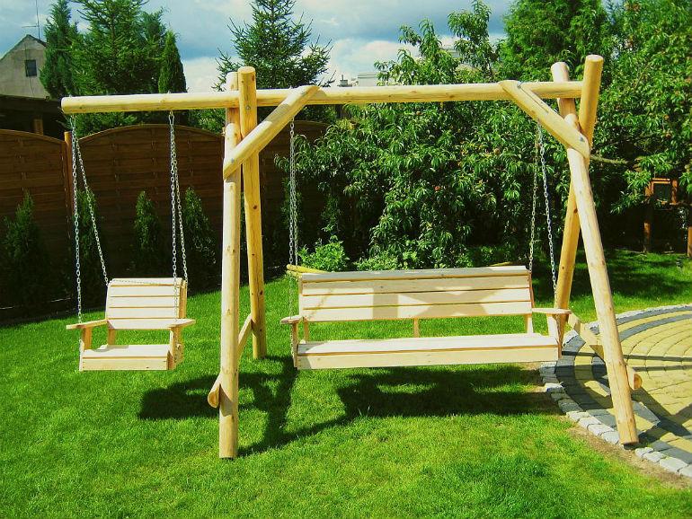 Wybieramy drewniane meble ogrodowe