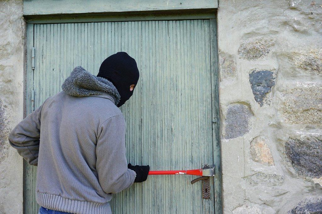 Jak ochronić swój dom przed złodziejami?